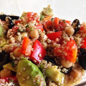 salade-vegie-avocat-poivron-olive-quinoa