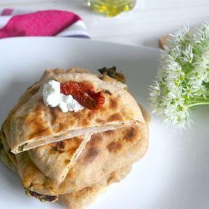 recette-paratha-pain-naans-indien-cuisine-ail des ours-ail-tomate-chèvre-fromage