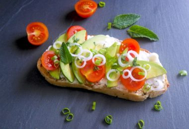 tartines-recette-tartine-pain-chevre-fromage-tomate-cerise-oignon-cebette