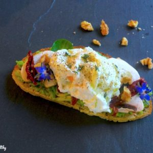 oeuf poche-recette-tartine-healthy-salee-froide-tomate-avocat-poché-mollet-confite