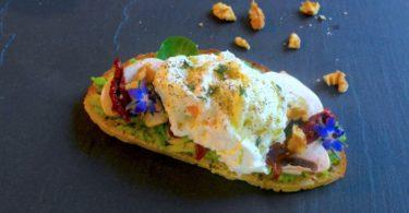 oeuf poche-recette-tartine-healthy-salee-froide-tomate-avocat-poché-mollet-confite