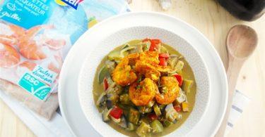 Queues de crevettes épicées et curry de légumes