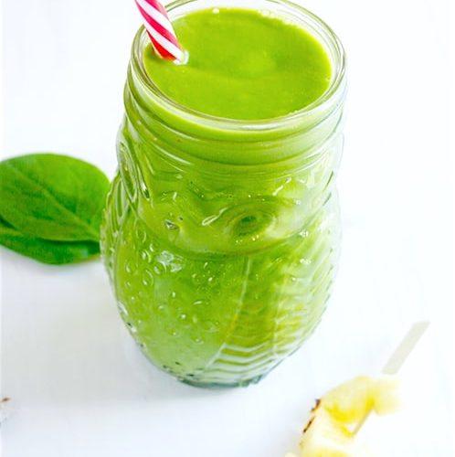 Smoothie vert à l'avocat ananas et épinard