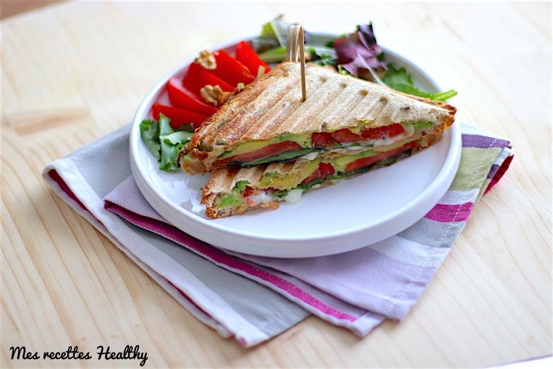 recettes-healthy-sandwich-avocat-salade-sain-raide-facile-fromage-chèvre frais-tomate-sans oeuf-noix-miel-bio