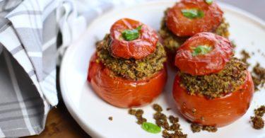 blog-recette cuisine-healthy-recette-tomate farcie-tomate confite-tomate séchée-fromage-chèvre frais-quinoa-pesto-basilic-amande-facile-