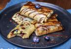 recette-crepe-crepes-nem-fourree-chooclat-fruit-mystille-sans lait-facile-crêpe fourrée aux myrtilles