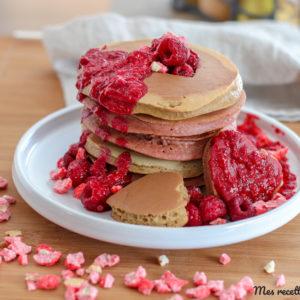recette-pancake à la farine de châtaigne-pancakes-marron-sans sucre-sans beurre-moelleux-sucre de coco-sirop de coco-st valentin-saint valentin-amour-rose-jaune-couleur-facile-rapide