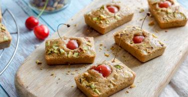 recette healthy-gateau-pistache-fruit-sans gluten-sans beurre-sans lait-sans lactose-amande-cerise-pistache-financier pistache-fruit rouge-mure-myrtille-framboise-groseille