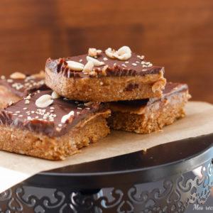 shortbread millionaire-vegan-paleo-cru-sans sucre ajoute-chocolat-cacahuete-peanut butter-healthy-recette-gateau-caramel-vegan-paleo-