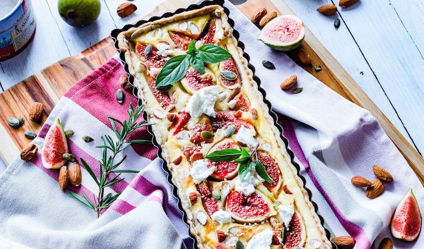 tarte aux figues et chèvre frais-recette-healthy-tarte aux figues-figues fraiche-fromage de chèvre-amande-sucree salée-quiche-miel-noix