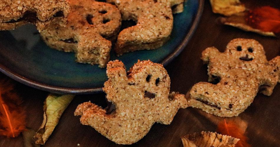 recette-healthy-biscuit-sablé-gateau-chocolat-epice-fantome-halloween-noisette-avoine-sans beurre-biscuit fourré au chocolat