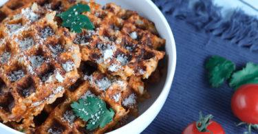 recette Healthy-gaufre salee-gaufre légume-fromage-parmesan -pesto-chou fleur-choux fleurs-gaufre salée au chou fleur