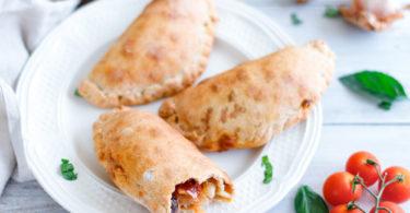 chausson-tomate-mozzarella-oignon-fromage-beignet