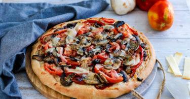 recette healthy-pizza-tomate-poivron-pizza maison-parmesan