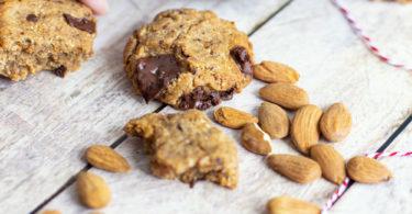 Biscuit sans beurre aux amandes et chocolat