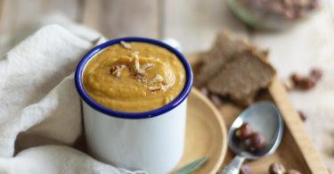Soupe de butternut et lentille corail aux noisettes