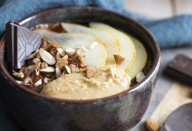 recette healthy-porridge au chocolat-beurre de cacahuète-bowl cake-poire-peanut butter-gruau