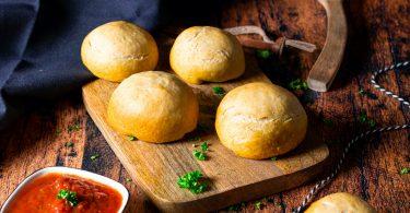 recette healthy-boule de pain au fromage-fromage à raclette-sauce tomate-herbes aromatiques-apéritif