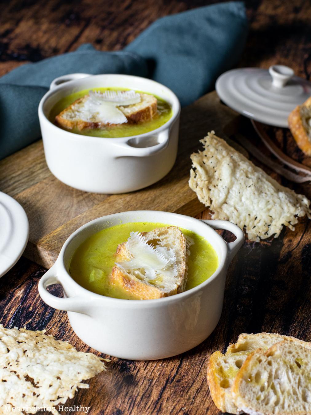 recette Healthy-soupe oignon-crouton-tuile fromage-tuile pecorino
