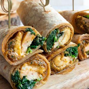 recette healthy-wrap maison-tortillas-pesto mains-amande-ail des ours-pesto Rosso