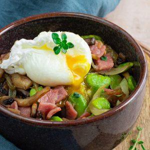 recette healthy-poêlé de fève-champignon-oeuf poché-légume-champignon