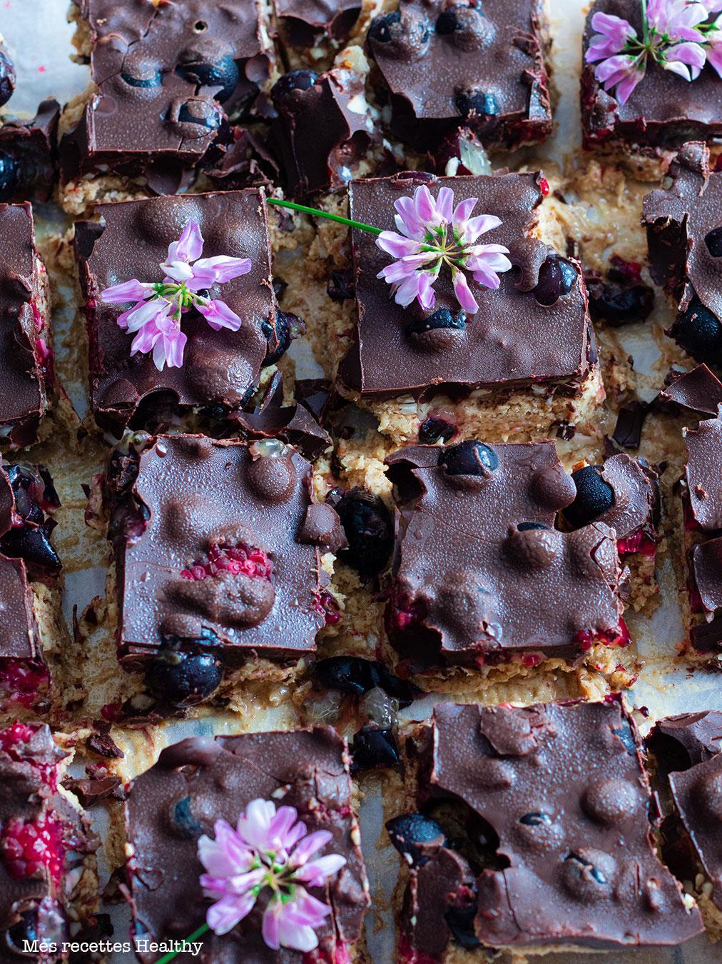 recette healthy-carré de chocolat-beurre de cacahuète-cassis-framboise-fruit-coco-amande