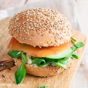 recette healthy-burger nordique-burger de saumon-fromage de chèvre-fromage frais-concombre