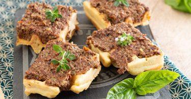 recette healthy-gaufre tartine-gaufre salée-gaufre à la tapenade-olive-capre-apero