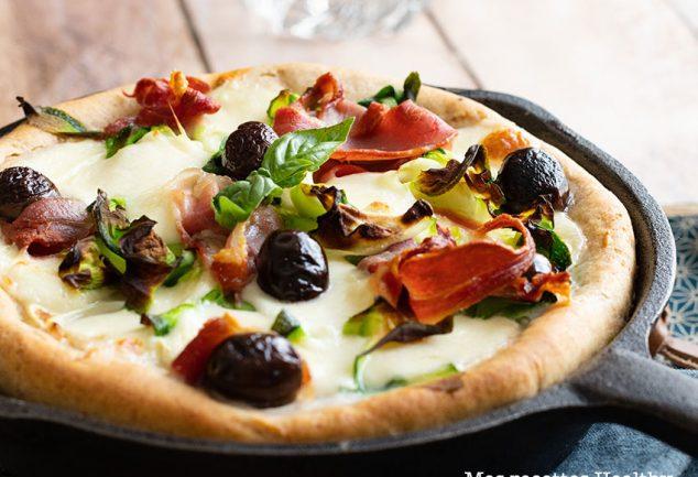 recette healthy-pizza poêle-mozzarella-courgette-tomate confite-pizza maison