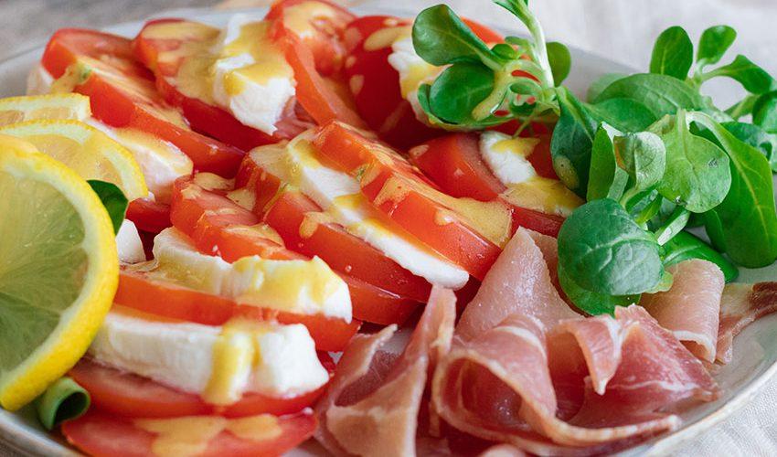 recette healthy-salade de tomate-mozzarella-sauce moutarde-sauce salade