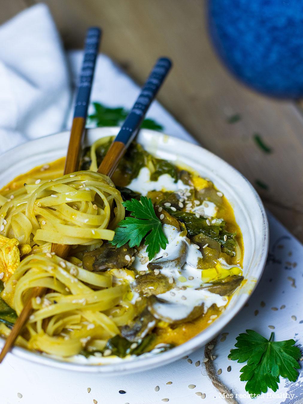 recette healthy-soupe chinoise-nouille chinoise-poulet-champignon-epice