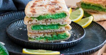 Naan farci au brocolis et parmesan