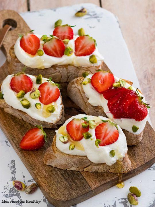 recette healthy-tartine-fraise-pistache-ricotta
